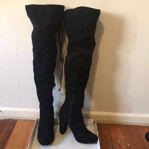 BLACK MICROSUEDE BOOTS